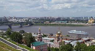 Which Russian city attracts tourists from all over the world?